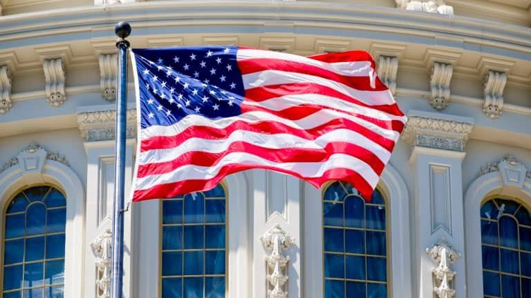 Top US Banking Regulator: Banks Are Authorized to Use Public Blockchains and Stablecoins for Payment Activities